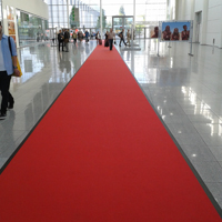 Roter Teppich am Eingang zur Photokina