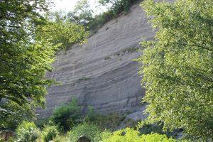 Die Wingertsbergwand nahe Mendig in der Eifel mit Ablagerungen des Laacher-See-Vulkans